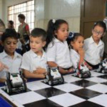 Impulsamos el aprendizaje en niños de Antímano con la exposición Robótica Educativa